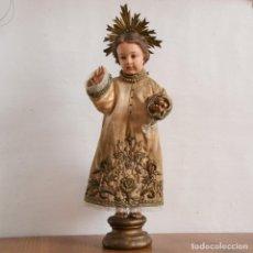 Arte: NIÑO DE LA BOLA * NIÑO JESUS DE PRAGA * TALLA EN MADERA * CAP Y POTA * OJOS DE CRISTAL * 48CM. Lote 147364338