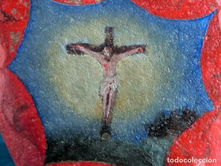 Arte: ANTIGUA Y MUY ORIGINAL PINTURA RELIGIOSA - CRISTO CRUCIFICADO - ÓLEO SOBRE PIEDRA - FORMA DE CORAZÓN - Foto 10 - 148004850