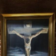 Arte: ANTIGUO CUADRO CRISTO DE DALI TRIDIMENSIONAL VICENTE ROSO EN PRECIOSO MARCO DORADO. Lote 148093573