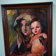 Arte: VIRGEN CON NIÑO, PINTURA RELIGIOSA, OLEO SOBRE PANEL, ENMARCADO, FIRMA ILEGIBLE. 54X73CM. Lote 149635604