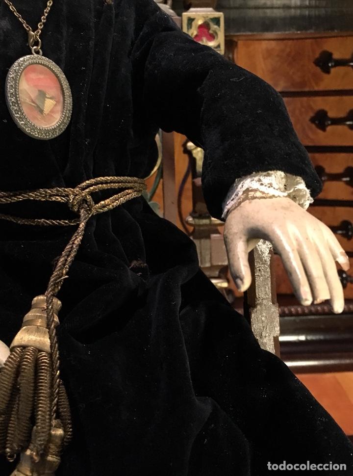 Arte: Virgen articulada cap i pota en trono; madera del S.XIX - Foto 4 - 149891366