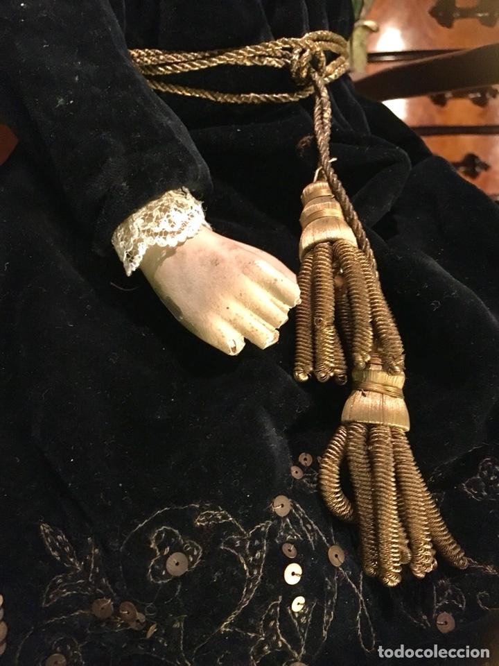 Arte: Virgen articulada cap i pota en trono; madera del S.XIX - Foto 5 - 149891366