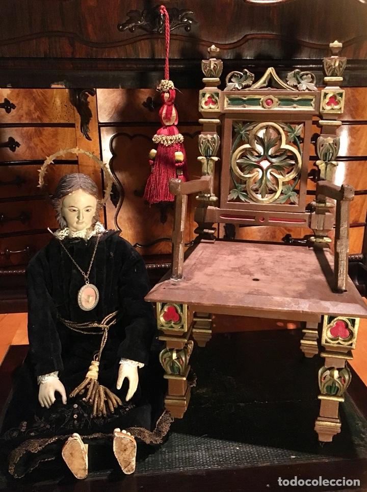 Arte: Virgen articulada cap i pota en trono; madera del S.XIX - Foto 11 - 149891366
