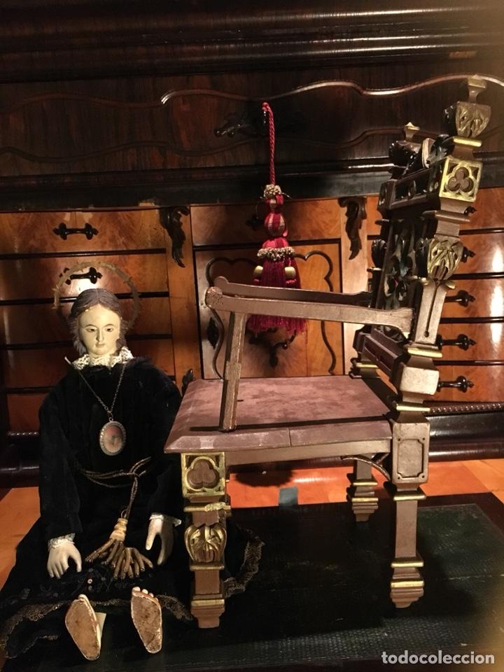 Arte: Virgen articulada cap i pota en trono; madera del S.XIX - Foto 14 - 149891366