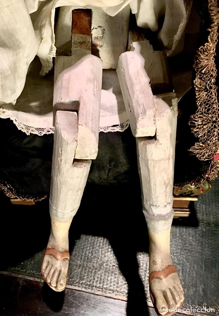 Arte: Virgen articulada cap i pota en trono; madera del S.XIX - Foto 17 - 149891366
