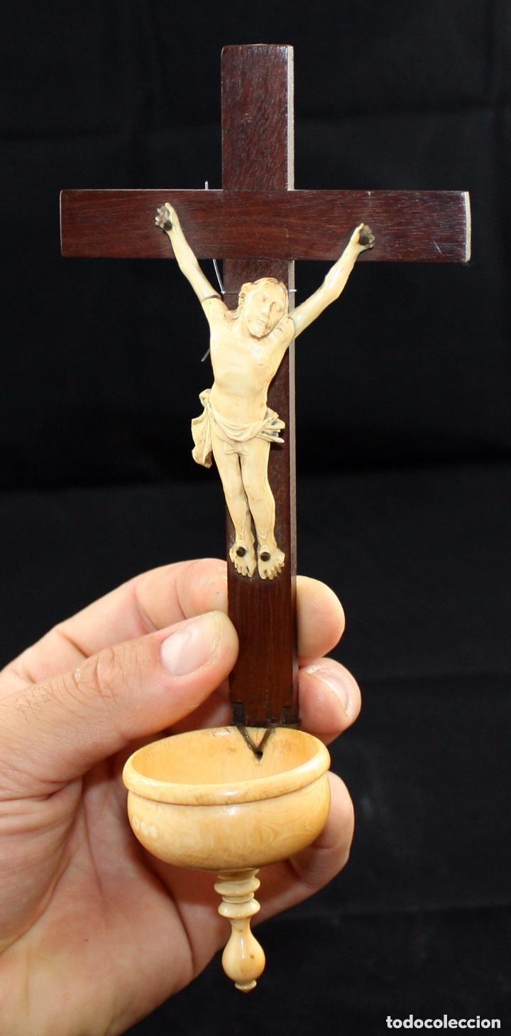 INTERESANTE CRISTO CON BENDITERA EN MARFIL DEL SIGLO XIX (Arte - Arte Religioso - Escultura)