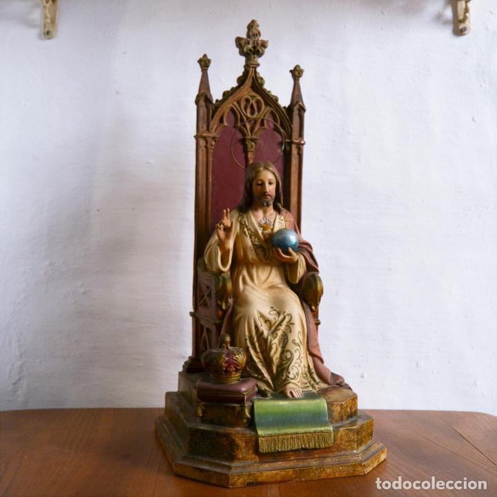 ANTIGUA IMAGEN CRISTO ENTRONIZADO * CORAZON DE JESUS * OJOS DE CRISTAL * 49 CM ALTO (Arte - Arte Religioso - Escultura)