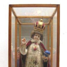 Arte: NIÑO JESUS DE PRAGA VESTIDO EN CERA 60 CMS. SIGLO XVIII. Lote 151722422