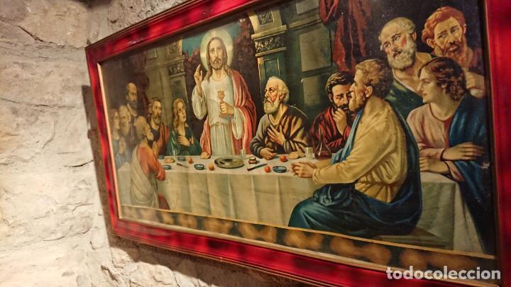 Arte: Antiguo cuadro con lámina de la santa cena de Jesús de los años años 30-40 - Foto 5 - 152838258