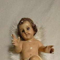 Arte: ANTIGUO NIÑO JESÚS DE ESCAYOLA CON PIEL Y OJOS DE CRISTAL DE LOS AÑOS 50-60. Lote 153382454