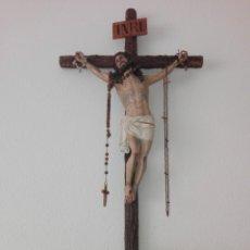 Arte: ANTIGUO CRISTO DE LA AGONIA 1880 ARTE CRISTIANO OLOT OJOS DE CRISTAL PASTA MADERA. Lote 153684118