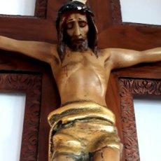 Arte: CRISTO EN CRUZ EN ESTUCO POLICROMADO - INRI P. S. XX. Lote 154523722