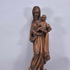 Arte: MADONNA CON NIÑO JESÚS , PERSONAJE DE MADERA CON CONSOLA. Lote 154733894