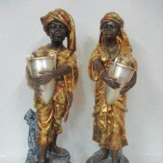 Arte: BONITA PAREJA BEREBERES, PAJES - ESTUCO DORADO EN PAN DE ORO - TALLERES DE OLOT - 79 ALTURA. Lote 154783286