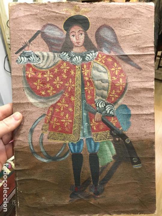 ANTIGUO OLEO SOBRE LIENZO ESTILO CUSQUEÑO SANTO O ARCANGEL - MEDIDA 34X23 CM - RELIGIOSO (Arte - Arte Religioso - Pintura Religiosa - Oleo)