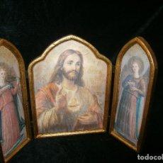 Arte: EXQUISITO TRÍPTICO EN MADERA Y RIBETES AL ORO DEL SAGRADO CORAZÓN Y DOS ÁNGELES MÚSICOS. Lote 155360834