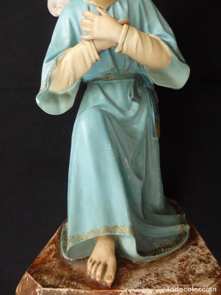 Arte: Ángel adorador realizado en estuco policromado. 60 cm de altura. Pps. S. XX. - Foto 6 - 155419022