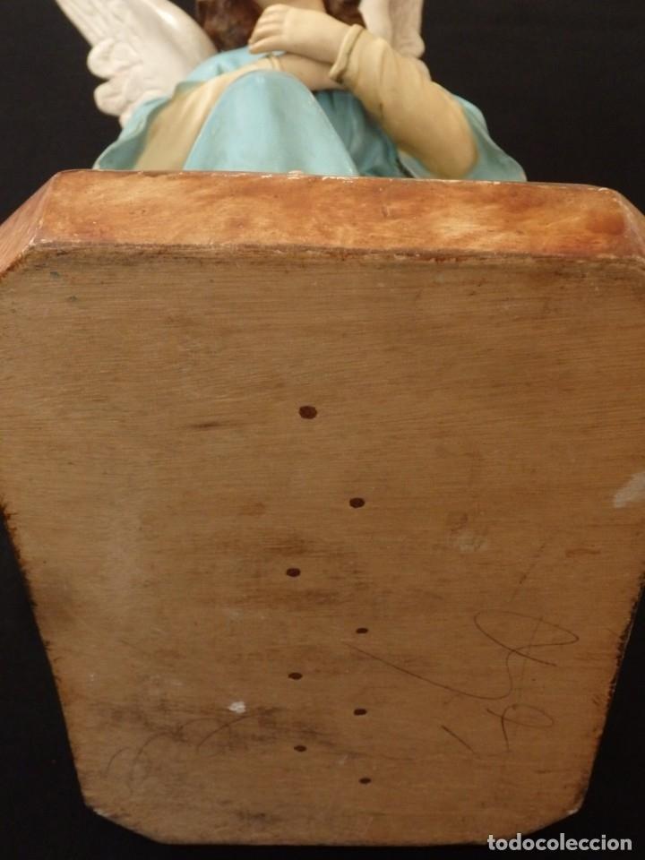 Arte: Ángel adorador realizado en estuco policromado. 60 cm de altura. Pps. S. XX. - Foto 7 - 155419022