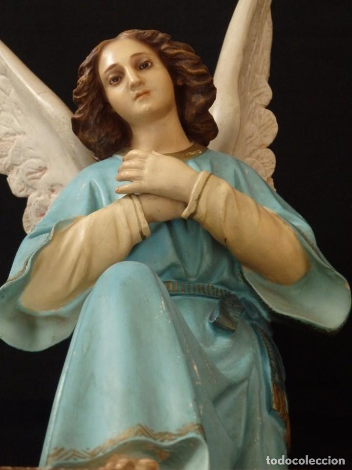 Arte: Ángel adorador realizado en estuco policromado. 60 cm de altura. Pps. S. XX. - Foto 8 - 155419022