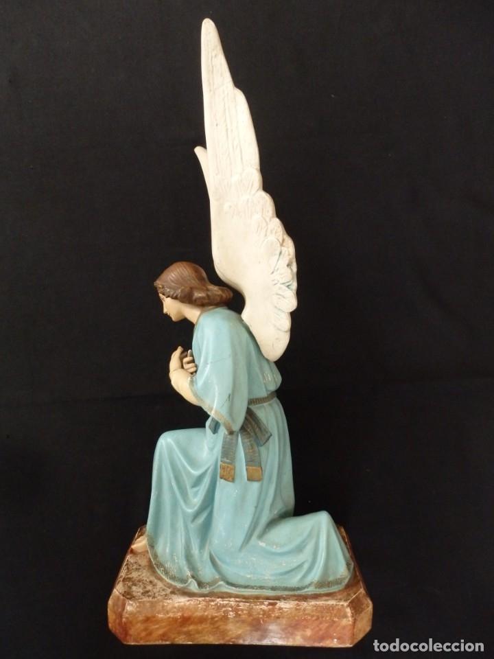 Arte: Ángel adorador realizado en estuco policromado. 60 cm de altura. Pps. S. XX. - Foto 13 - 155419022