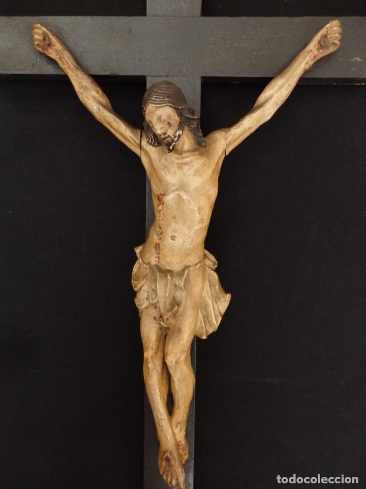 Arte: Cristo Crucificado tallado en madera. Siglo XIX. Medidas de la cruz: 66 x 33 cm. Imagen: 38 x 25 cm. - Foto 2 - 155701758