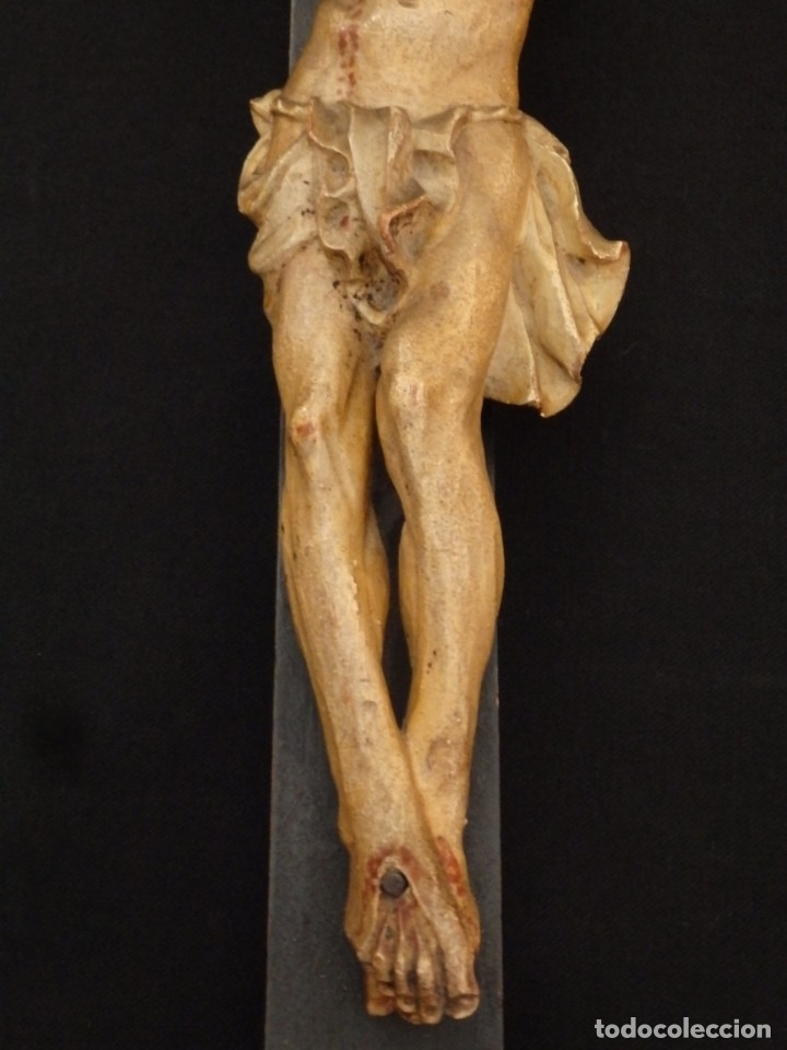 Arte: Cristo Crucificado tallado en madera. Siglo XIX. Medidas de la cruz: 66 x 33 cm. Imagen: 38 x 25 cm. - Foto 7 - 155701758