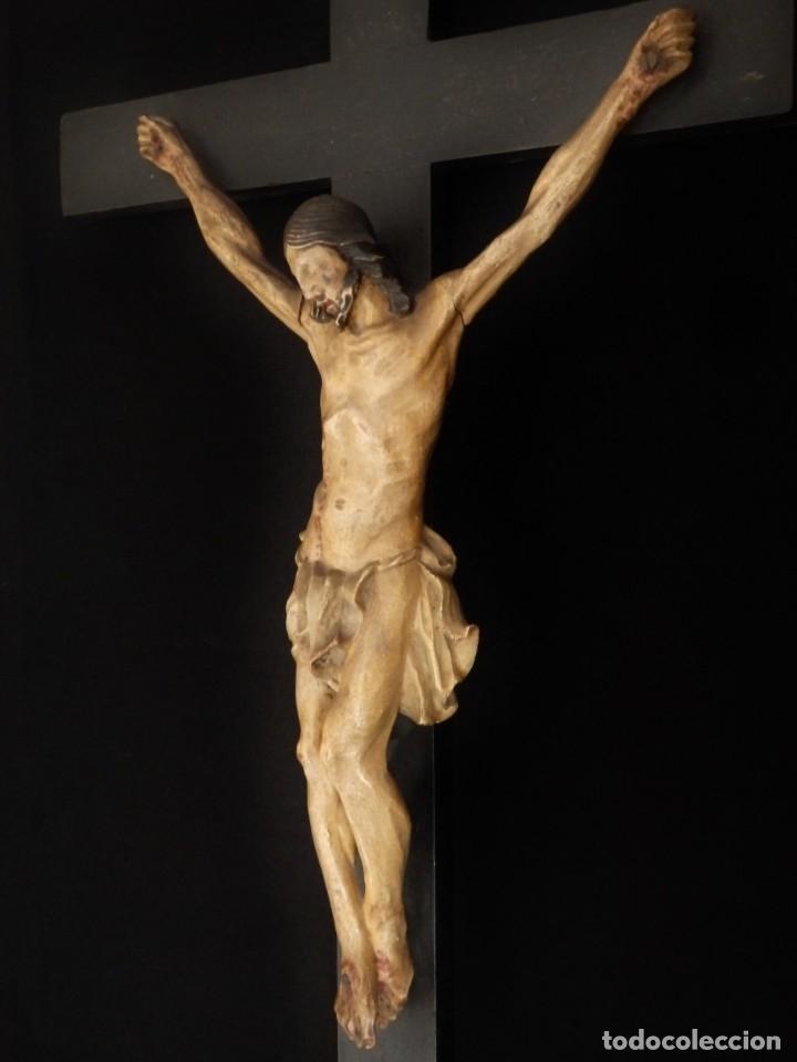 Arte: Cristo Crucificado tallado en madera. Siglo XIX. Medidas de la cruz: 66 x 33 cm. Imagen: 38 x 25 cm. - Foto 8 - 155701758