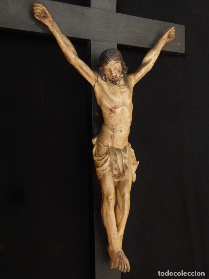 Arte: Cristo Crucificado tallado en madera. Siglo XIX. Medidas de la cruz: 66 x 33 cm. Imagen: 38 x 25 cm. - Foto 9 - 155701758