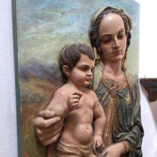 Arte: RELIEVE DE VIRGEN CON NIÑO MADERA TALLADA POLICROMADA. Lote 156804282