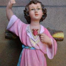 Arte: NIÑO JESÚS DE PASCUA, OJOS DE CRITAL PASTA DE OLOT. MARCADO MARÍA CLARET OLOT. 40 X 19 CM. Lote 156948830