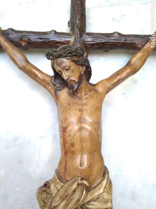Arte: Cristo crucificado cruz talla madera siglo XIX - Foto 4 - 159726381