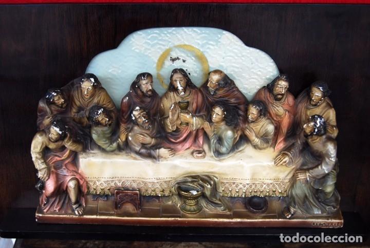 RETABLO O RELIEVE DE LA ULTIMA CENA EN ESTUCO POLICROMADO Y MADERA FIRMADO POR VILAMITJANA (Arte - Arte Religioso - Retablos)