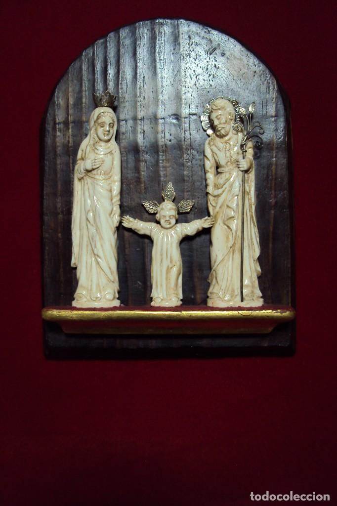 SAGRADA FAMILIA HISPANO-FILIPINA TALLA EN HUESO ADEREZOS EN PLATA (Arte - Arte Religioso - Escultura)