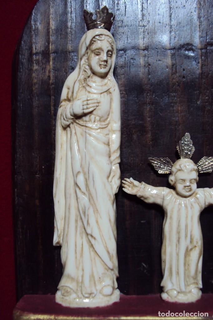 Arte: Sagrada Familia Hispano-filipina talla en hueso aderezos en plata - Foto 3 - 160598214