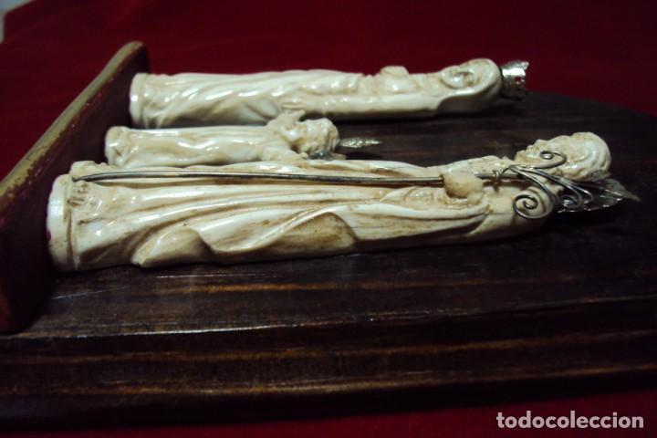 Arte: Sagrada Familia Hispano-filipina talla en hueso aderezos en plata - Foto 9 - 160598214