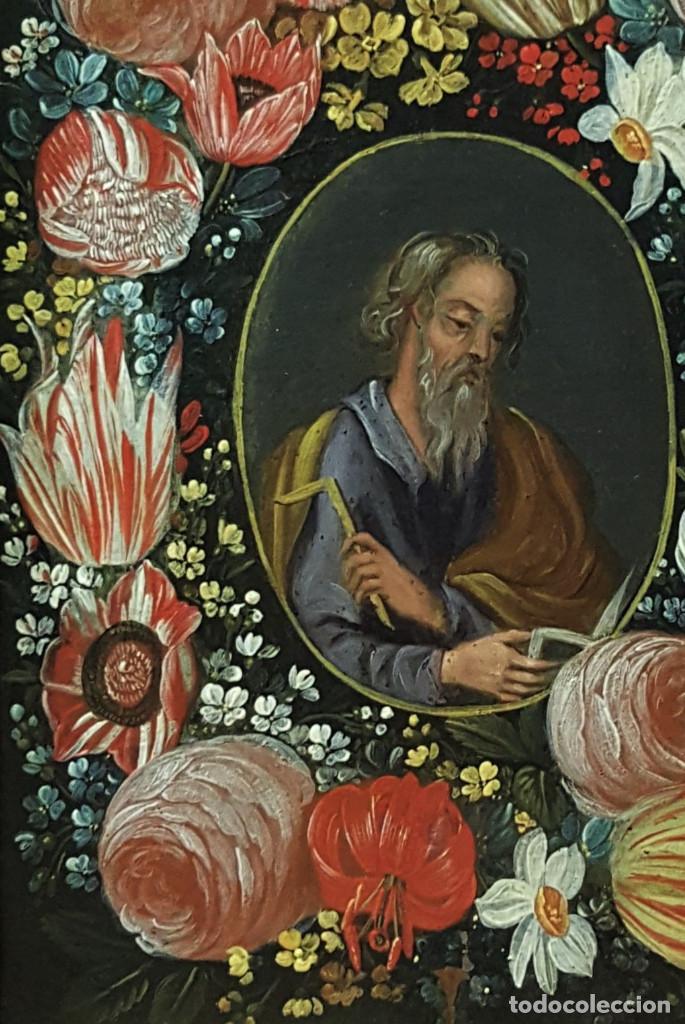 Arte: San Simón y San Judas. Pareja de santos en orlas de flores. Óleo sobre cobre. S. XVII. - Foto 3 - 161482058