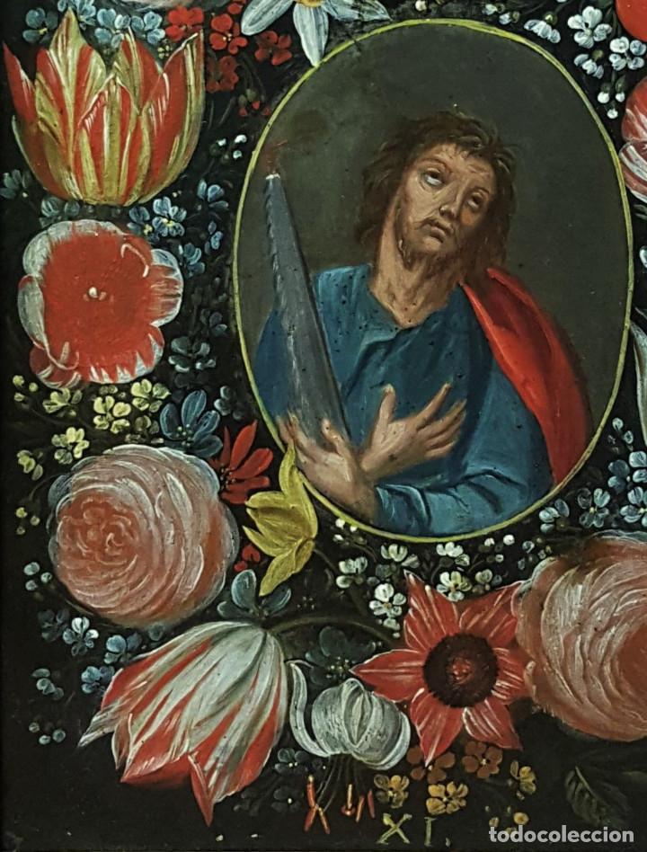 Arte: San Simón y San Judas. Pareja de santos en orlas de flores. Óleo sobre cobre. S. XVII. - Foto 5 - 161482058