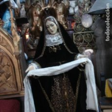Arte: VIRGEN DOLOROSA DE GRANDES MEDIDAS CON ATRIBUTOS DE LATÓN Y BORDADO EN CANUTILLO. Lote 162662626