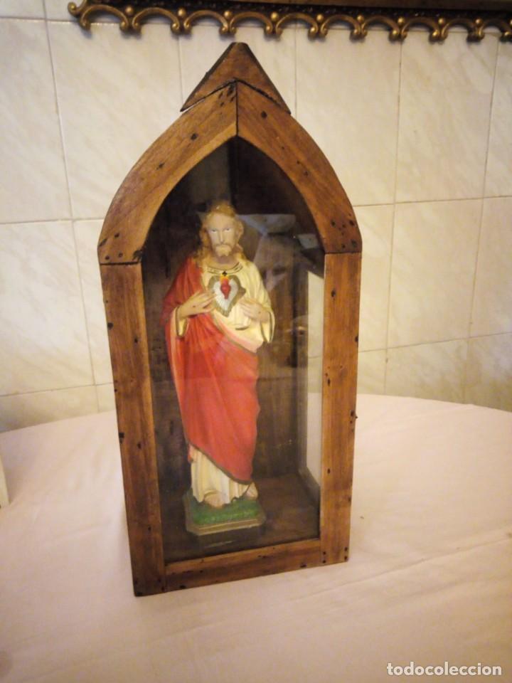 Arte: antigua Vitrina de madera noble con escultura de sagrado corazon de jesus. - Foto 2 - 163080998