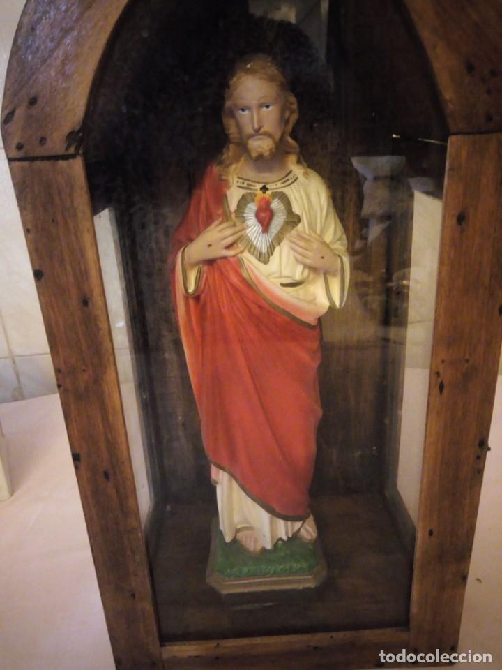 Arte: antigua Vitrina de madera noble con escultura de sagrado corazon de jesus. - Foto 3 - 163080998