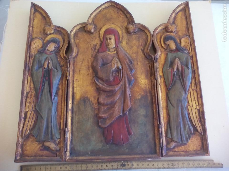 Arte: Antiguo tríptico de madera tallada, dorada y policromada. - Foto 3 - 163711130