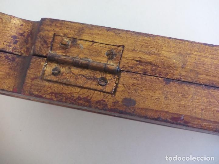 Arte: Antiguo tríptico de madera tallada, dorada y policromada. - Foto 9 - 163711130