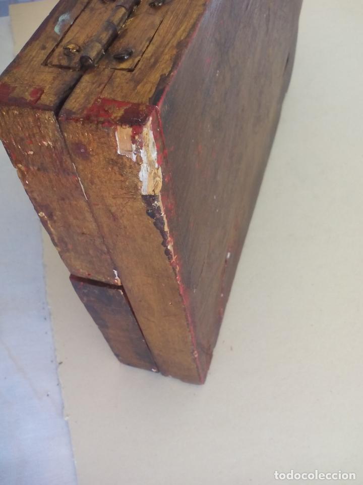 Arte: Antiguo tríptico de madera tallada, dorada y policromada. - Foto 11 - 163711130