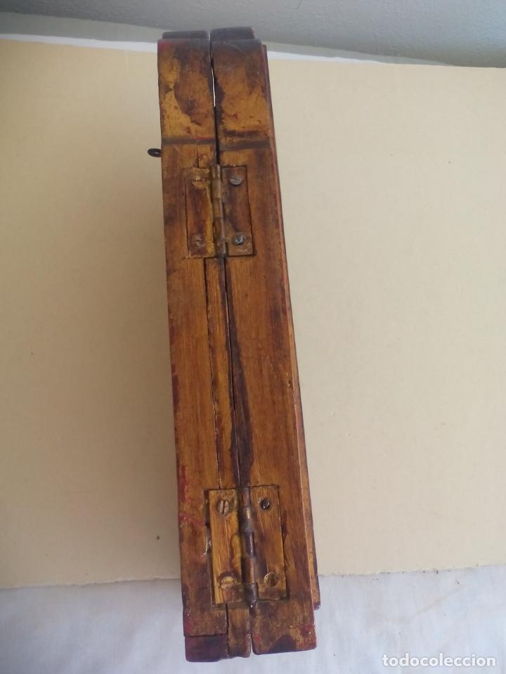 Arte: Antiguo tríptico de madera tallada, dorada y policromada. - Foto 12 - 163711130