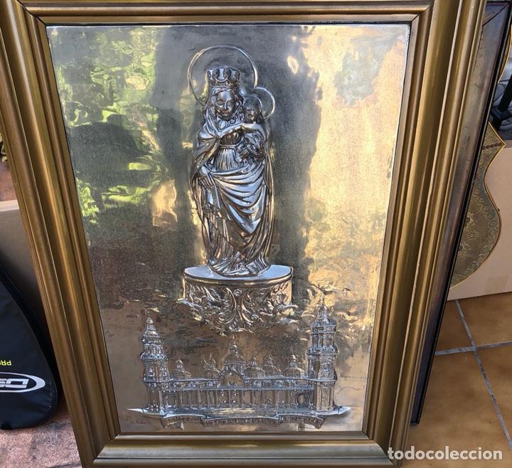 PRECIOSO CUADRO CON LA VIRGEN DEL PILAR EN METAL PLATEADO, FIRMADO (Arte - Arte Religioso - Pintura Religiosa - Otros)