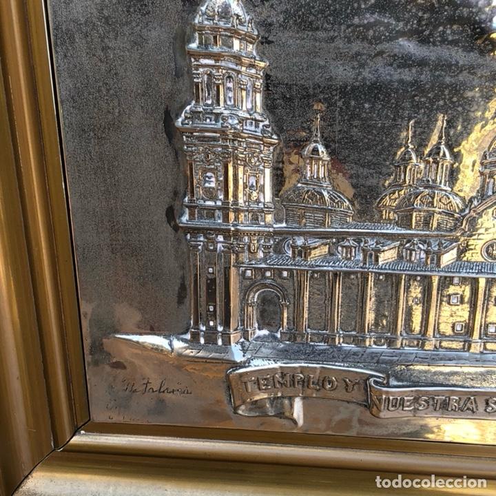Arte: Precioso cuadro con la virgen del pilar en metal plateado, firmado - Foto 3 - 164536017