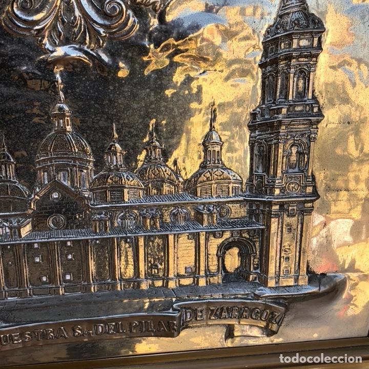 Arte: Precioso cuadro con la virgen del pilar en metal plateado, firmado - Foto 4 - 164536017