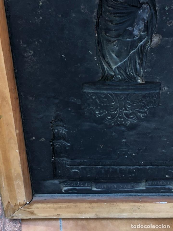 Arte: Precioso cuadro con la virgen del pilar en metal plateado, firmado - Foto 8 - 164536017