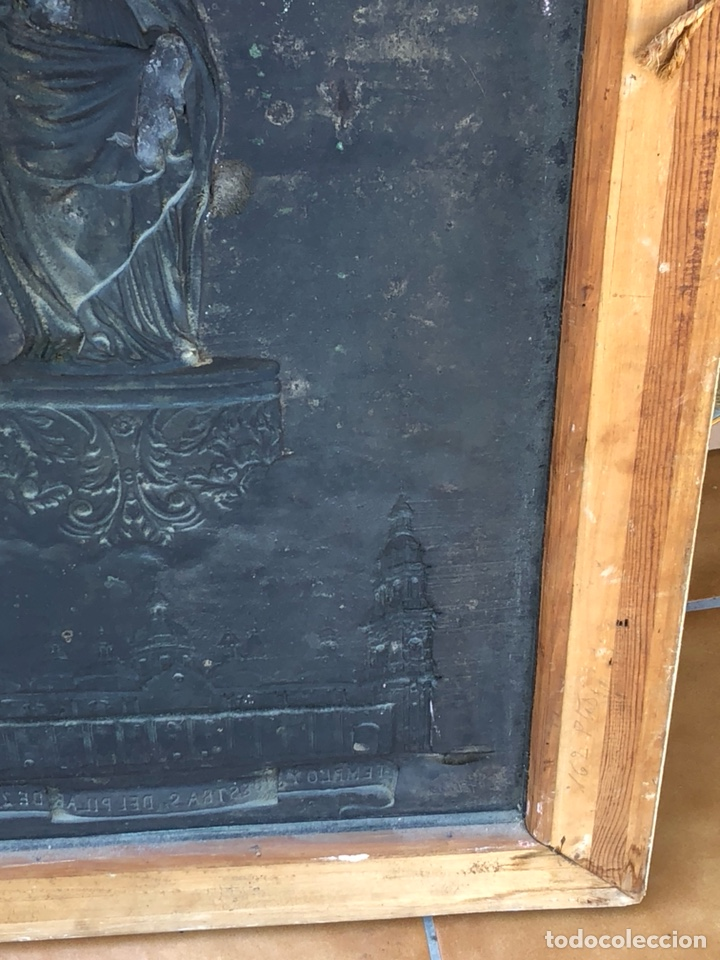 Arte: Precioso cuadro con la virgen del pilar en metal plateado, firmado - Foto 9 - 164536017