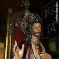 Arte: SAGRADO CORAZÓN DE JESÚS, ENTRONIZADO. FIGURA EN ESTUCO Y MADERA. POLICROMADO. GRANDE 100 CM ALTURA. Lote 165119562